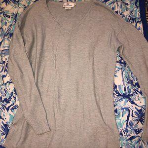 Vineyard Vines V-neck Sweater in grey!